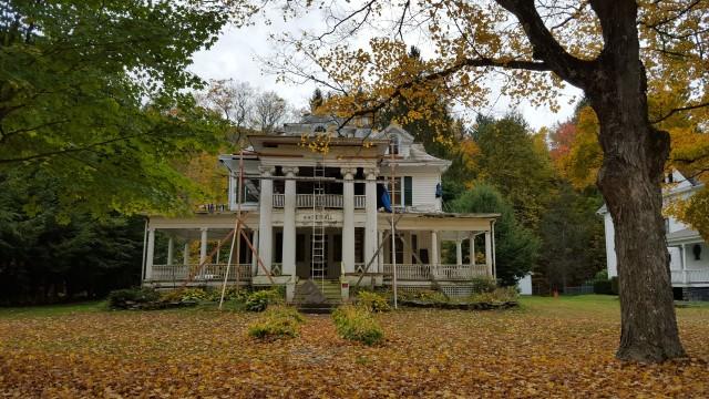 crumbling-mansion
